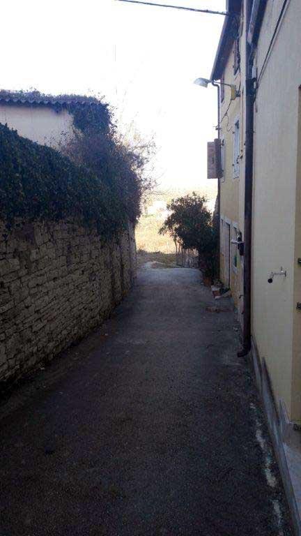 Uređena pješačka staza u produžetku ulice Fontana Carara
