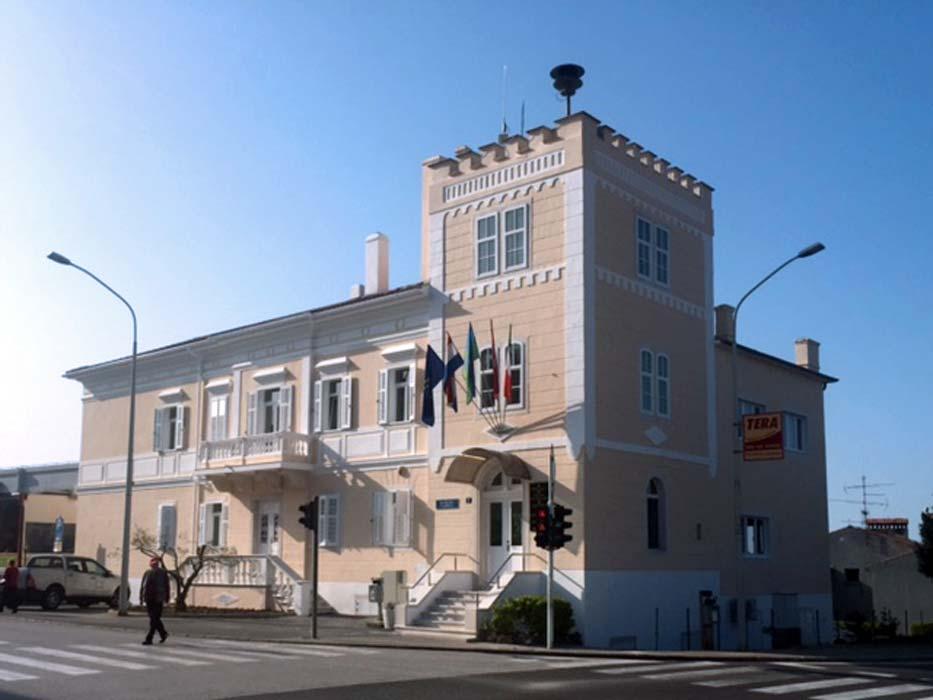 Obnovljena procelja zgrade Gradske uprave Buje 1